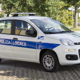 allestimento-esterno-base-Polizia-Locale-barra-leptos-intav-celiani-allestimento-veicoli