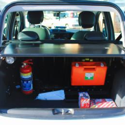allestimento-interno-base-Polizia-Locale-dettaglio-vano-posteriore-piano-scrivania-estraibile-celiani-allestimento-veicoli