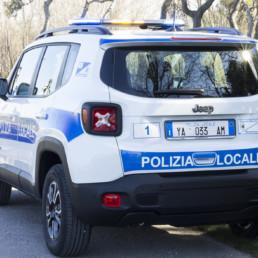 allestimento-esterno-medio-Polizia-Locale-barra-leptos-ultrapiatta-pannello-sequenziali-ambra-celiani-allestimento-veicoli