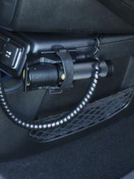allestimento-interno-medio-Polizia-Locale-dettaglio-torcia-vano-anteriore-celiani-allestimento-veicoli