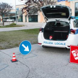 allestimento-interno-top-Polizia-Locale-esposizione-kit-segnaletica-coni-emergenza-celiani-allestimento-veicoli