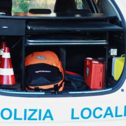 allestimento-interno-top-Polizia-Locale-vano-posteriore-attrezzato-segnaletica-coni-pronto-soccorso-celiani-allestimento-veicoli