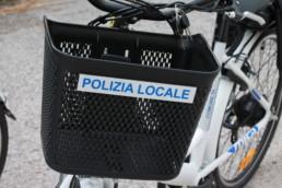 allestimento veicoli polizia locale -allestimento e BIKE comune civitanova regione marche - dettaglio cestino anteriore - CELIANI ALLESTIMENTO VEICOLI SPECIALI