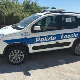 allestimento veicolo polizia locale - allestimento esterno base - fiat panda regione marche - celiani allestimento veicoli speciali