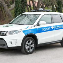 allestimento-esterno-medio-Polizia-Locale-barra-leptos-ultrapiatta-grafica-personalizzata-celiani-allestimento-veicoli