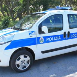 Allestimento-Polizia-Locale_Esterno medio fiat con barra intav con faro di ricerca-CELIANI