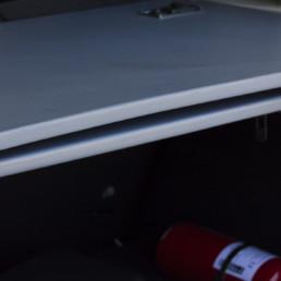 allestimento-interno-base-Polizia-Locale-dettaglio-vano-posteriore-piano-scrivania-estraibile-dotazioni-base-celiani-allestimento-veicoli