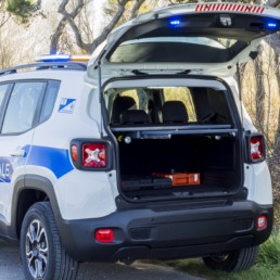 allestimento-esterno-medio-Polizia-Locale-barra-leptos-ultrapiatta-pannello-sequenziali-ambra-dettaglio-luci-supplementari-celiani-allestimento-veicoli