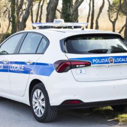 allestimento-esterno-medio-Polizia-Locale-barra-manta-faro-ricerca-celiani-allestimento-veicoli