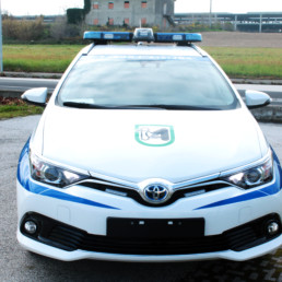 allestimento-esterno-TOP-Polizia-Locale-dettaglio-barra-faro-ricerca-grafica-personalizzata-celiani-allestimento-veicoli