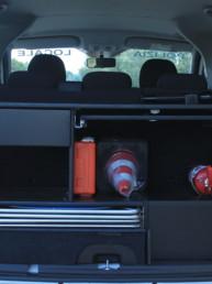 allestimento-interno-top-Polizia-Locale-dettaglio-vano-posteriore-coni-estintore-divisione-interna-celiani-allestimento-veicoli