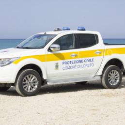 veicoli protezione civile_pick up dettaglio allestimento sonoro luminoso lampeggianti ars intav faro brandeggiante_celiani allestimento veicoli e forniture