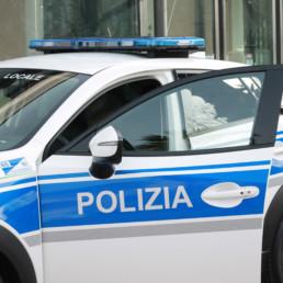 allestimento-esterno-top-dettaglio-fiancata-grafica-personalizzata-barra-master-polizia-locale-celiani-allestimento-veicoli