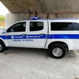 allestimento veicolo polizia locale - allestimento esterno base - comune rapino abruzzo grafica personalizzata orafol barra intav -dettaglio laterale - celiani allestimento veicoli speciali