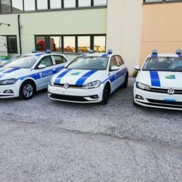 allestimento veicolo polizia locale - allestimento esterno base - volkswagen polo e golf regione abruzzo - grafica orafol lampeggianti intav- celiani allestimento veicoli speciali