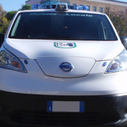 allestimento-esterno-medio-Polizia-Locale-barra-alcyone-faro-brandeggiante-celiani-allestimento-veicoli